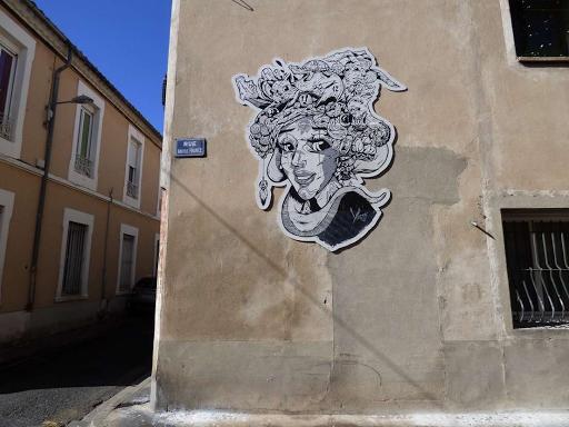 'Femme à la coiffe animale', Yugz (Rue des Bon Enfants, 2017)